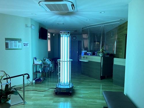 紫外線消毒ロボット